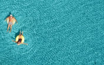 15 easy ways to save on summer travel