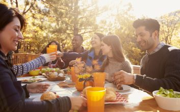 7 ways to keep your family Thanksgiving dinner under $100