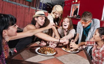 32 restaurants where you can get free food and drinks