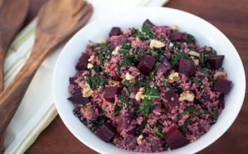 This roasted beet & quinoa salad with za'atar vinaigrette is colorful & delicious