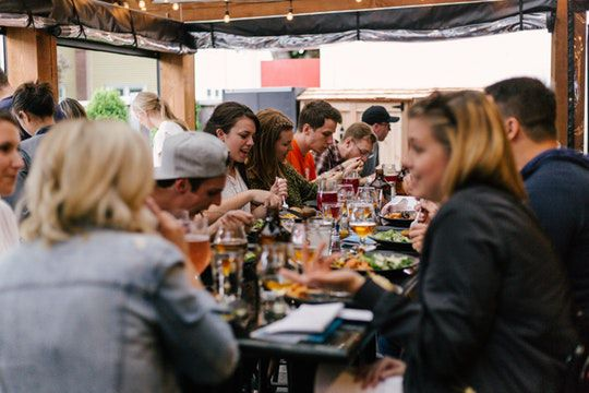How to save money dining out this spring