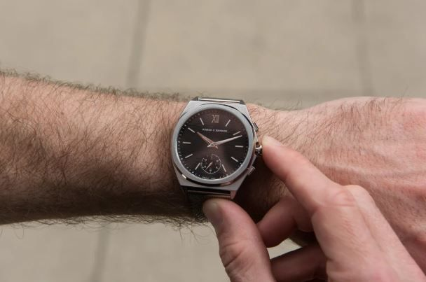 This luxury smartwatch summons a concierge