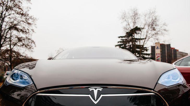 Tesla cars now offer Netflix, YouTube, karaoke & more