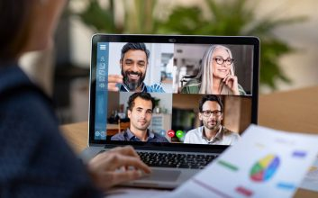 4 weird differences between videoconferences and meetings IRL