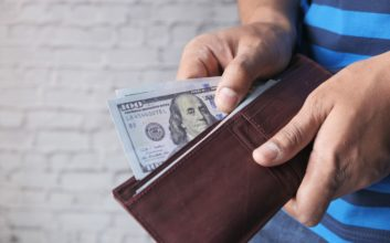 7 reasons why I still carry cash