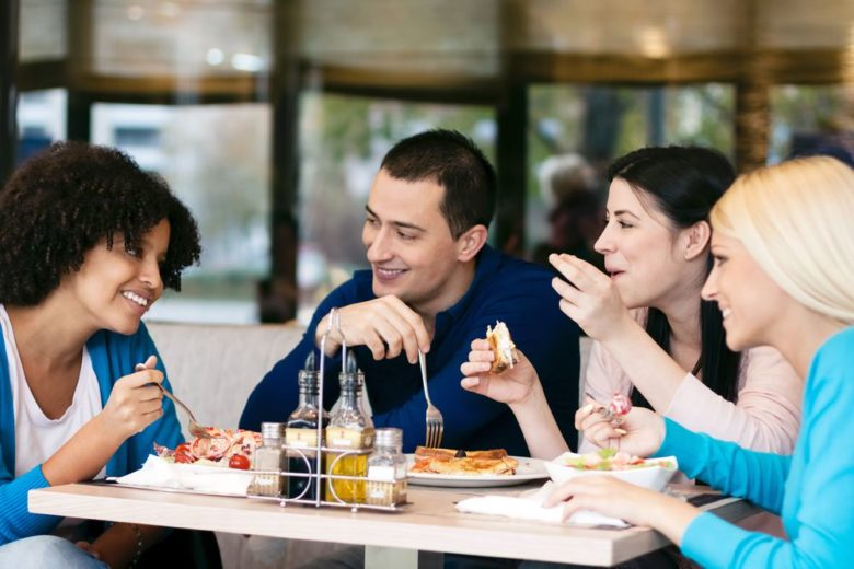 6 tips on splitting the dinner bill with friends