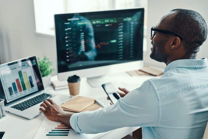 Average stockbroker commission percentage