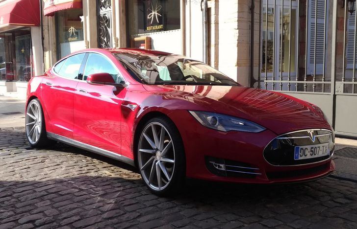 US customers can now purchase Teslas with Bitcoin