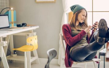 17 ways to help your kids in college save money