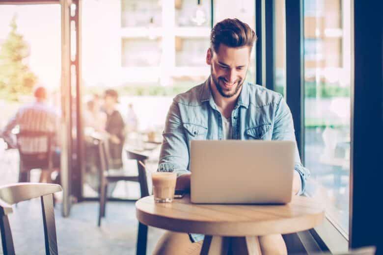 Slick side hustles for college students