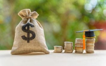 Common money mistakes to avoid fresh out of college