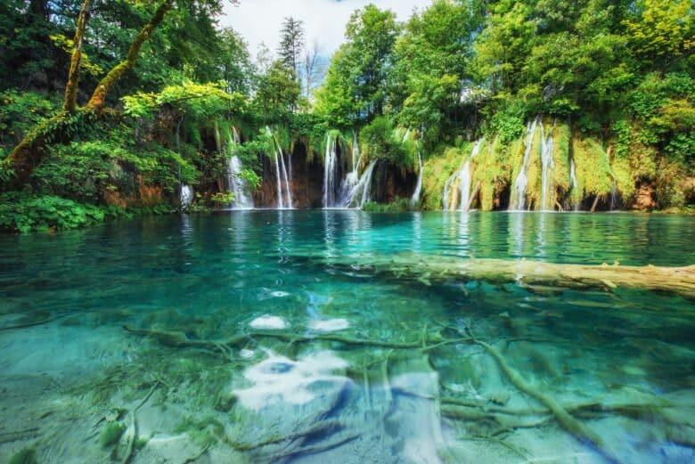 30 must-see waterfalls around the world