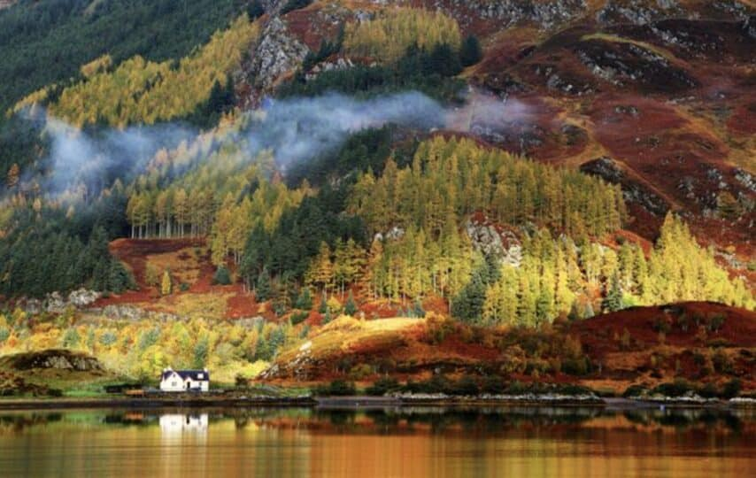 25 places around the world to see beautiful fall foliage